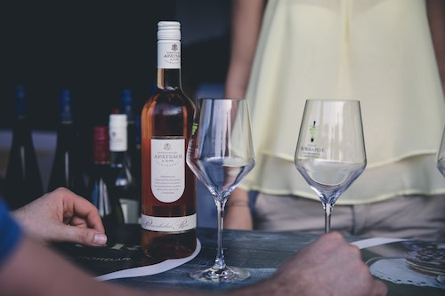 BLOG_Wine-Tasting-Table-For-Two