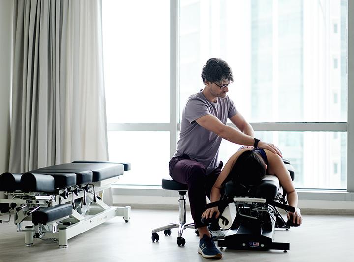 chiropracter adjusting client's spine