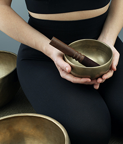 sound therapist and singing bowls